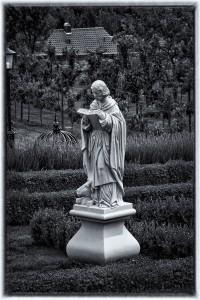 Skulptur im Klostergarten
