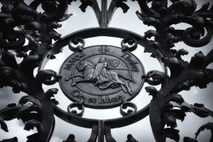 Emblem im Kloster-Tor